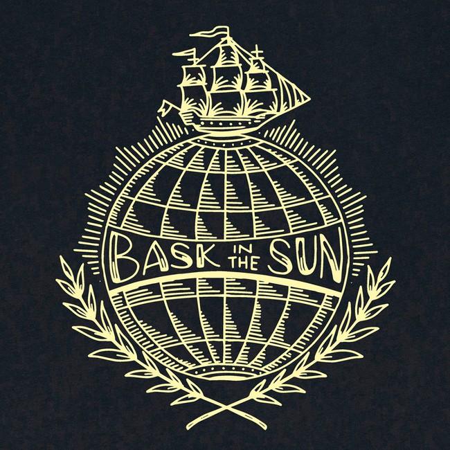 T-shirt en coton bio black traveller - Bask in the Sun num 2