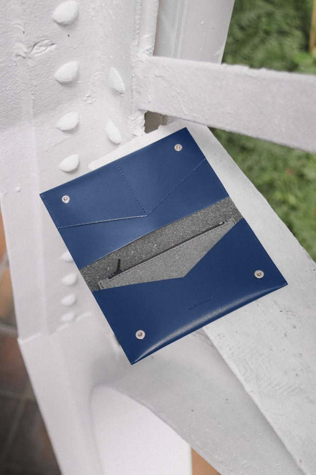 Portefeuille marine en cuir recyclé - flat purse - Walk with me num 5