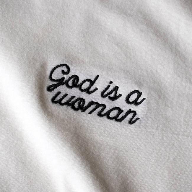 T-shirt blanc brodé - god is a woman - Dedicated num 1