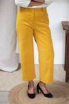 L'incomparable - pantalon large en velours côtelé jaune - C. Bergamia - 1