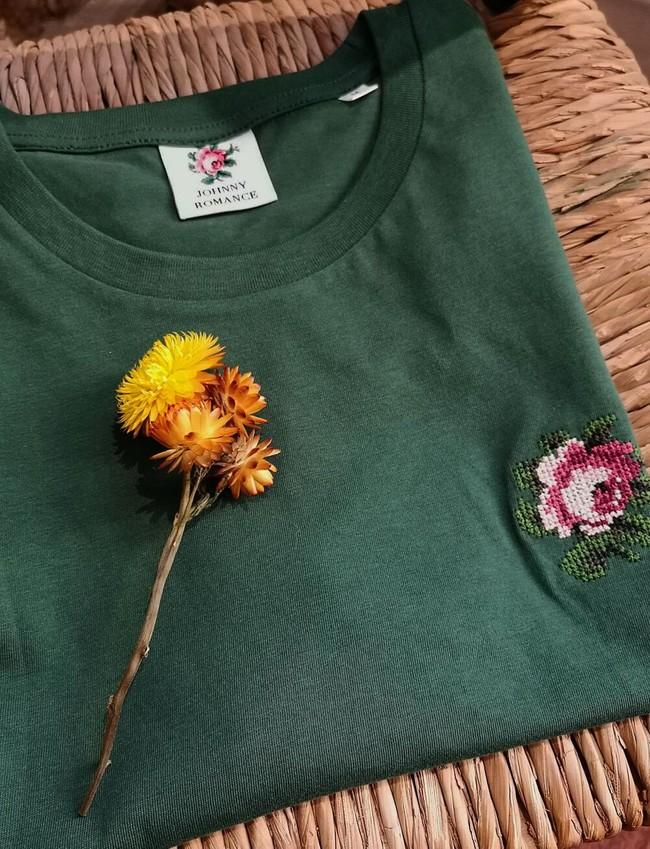T-shirt brodé vert fôret en coton bio - rose - Johnny Romance