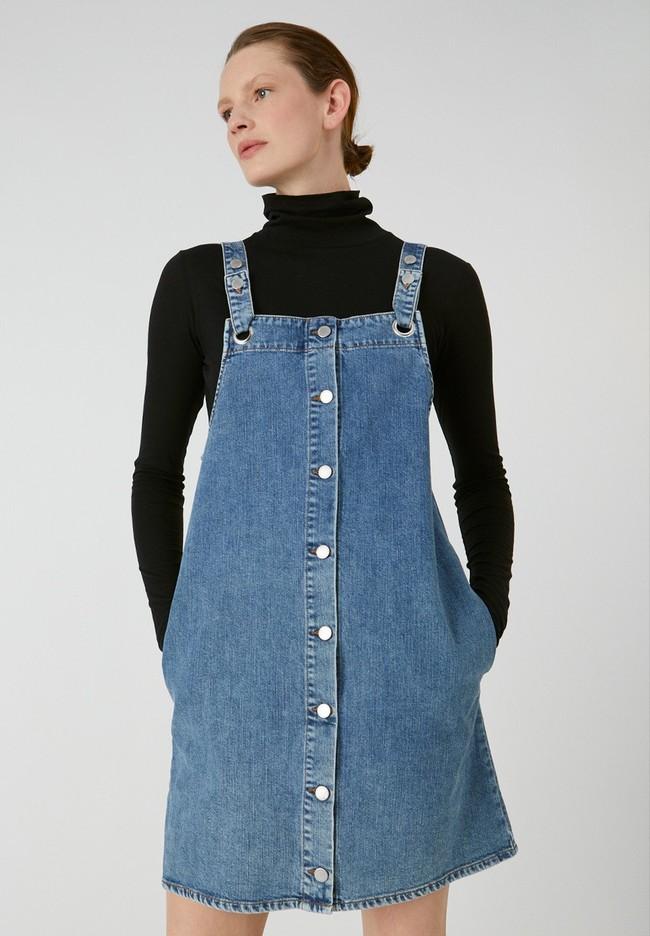 Robe salopette en jean bleu en coton bio - dainaa - Armedangels
