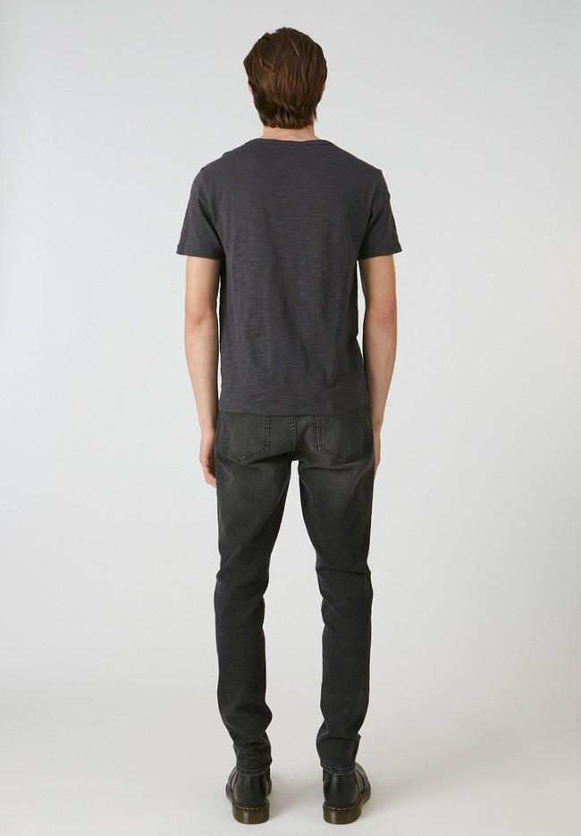 T-shirt avec poche gris chiné foncé en coton bio - paaul pocket - Armedangels num 1