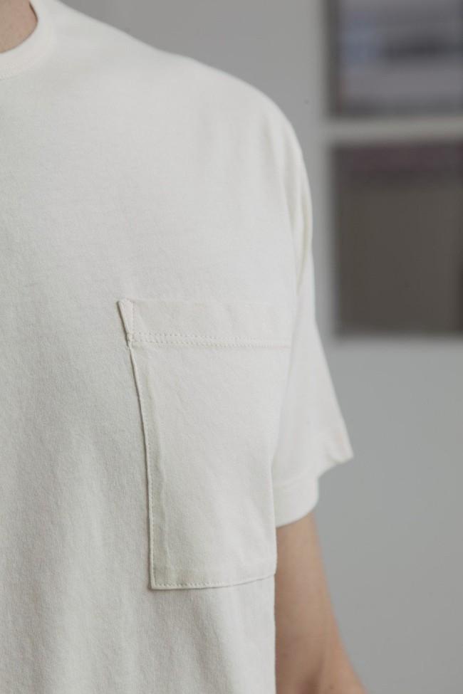 T-shirt uni blanc cassé avec poche en coton bio - Thinking Mu num 2