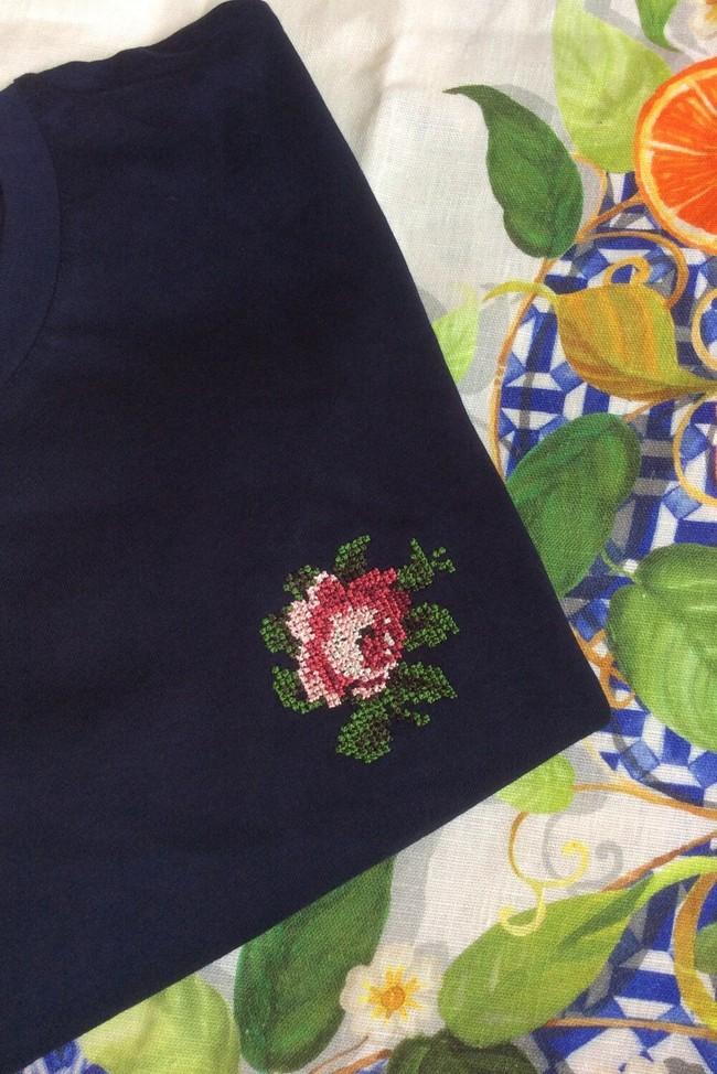 T-shirt brodé marine en coton bio - rose - Johnny Romance
