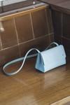 Sac bleu ciel en cuir recyclé - triangle bucket - Walk with me - 3