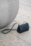 Sac noir en cuir recyclé - triangle bucket - Walk with me - 2