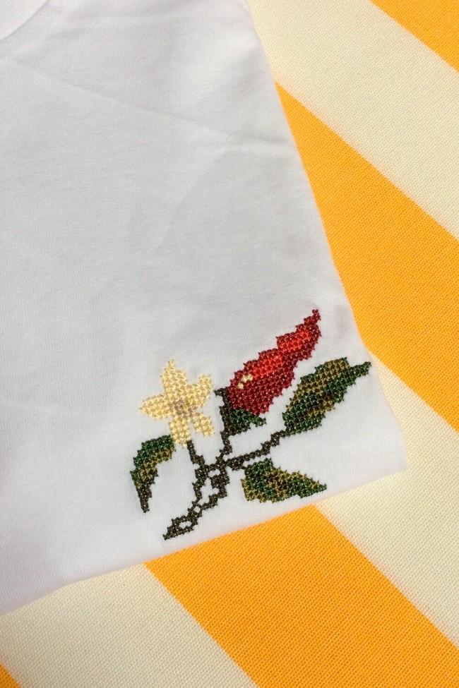 T-shirt brodé blanc en coton bio - piments - Johnny Romance num 1