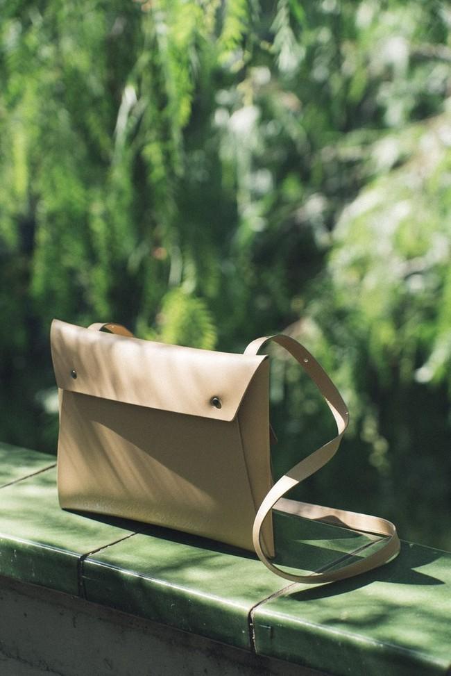Sac pochette beige en cuir recyclé - crossbody organizer - Walk with me