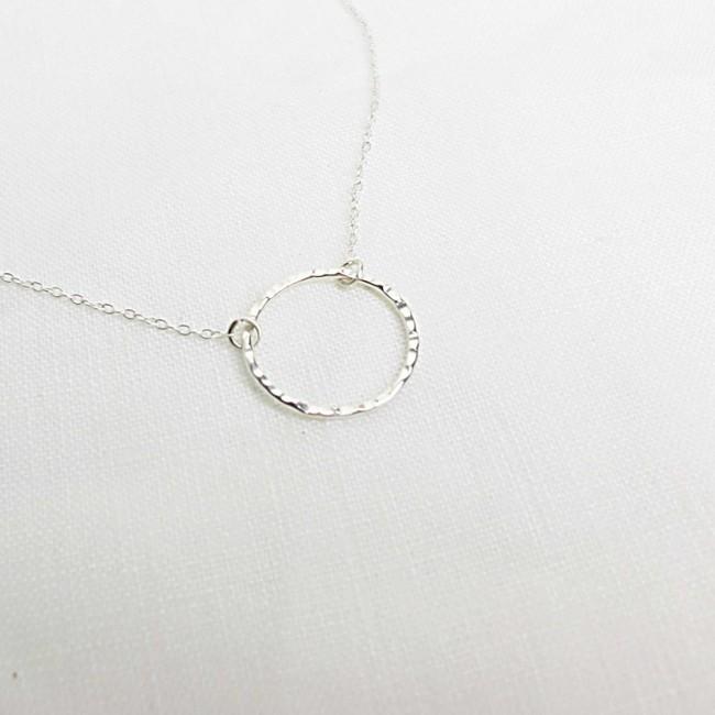 Collier avec pendentif cercle en argent recyclé - textured circle pendant necklace - Wild fawn num 3