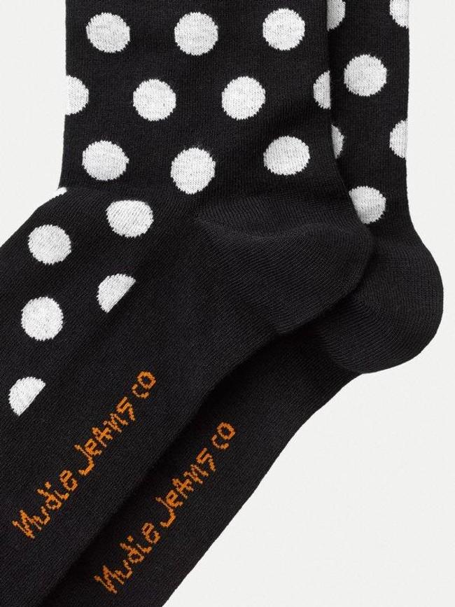Chaussettes hautes à pois noires en coton bio - olsson - Nudie Jeans num 2