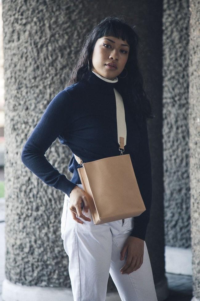 Sac beige en cuir recyclé - book bag - Walk with me num 1
