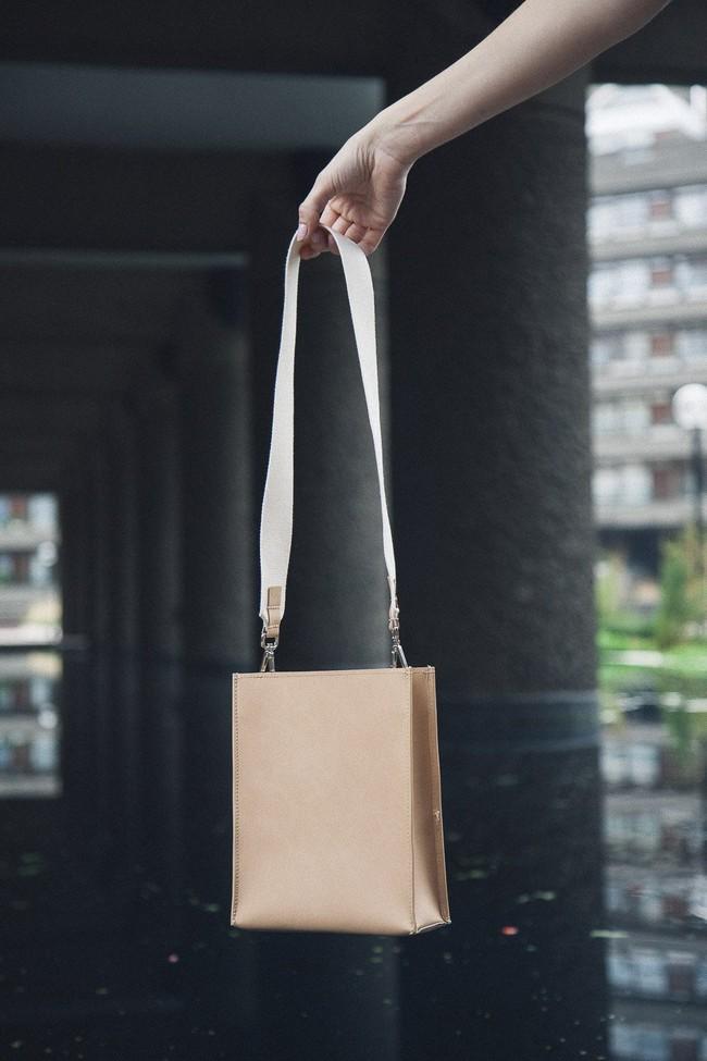 Sac beige en cuir recyclé - book bag - Walk with me num 2