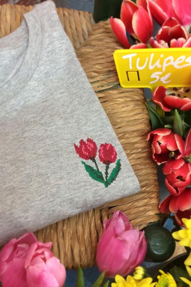 T-shirt brodé gris chiné en coton bio - tulipes - Johnny Romance