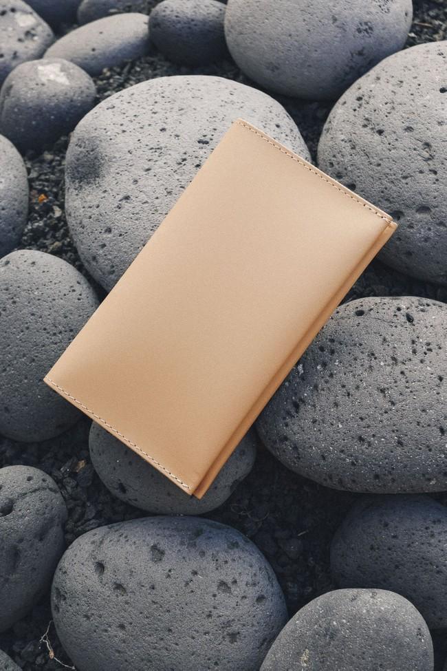 Portefeuille beige en cuir recyclé - flat purse - Walk with me num 1
