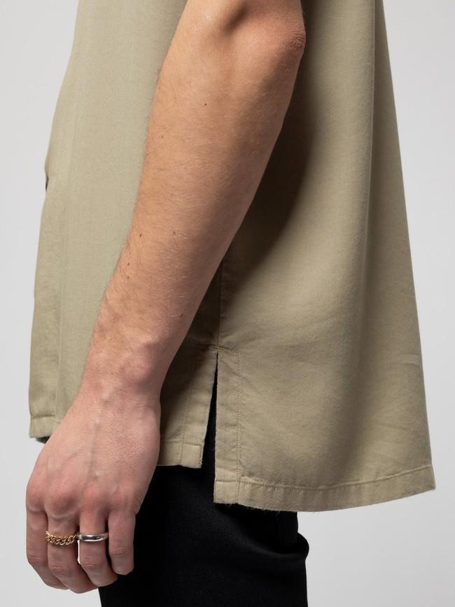 Chemise manches courtes beige brodée en coton bio - arviid njco - Nudie Jeans num 3