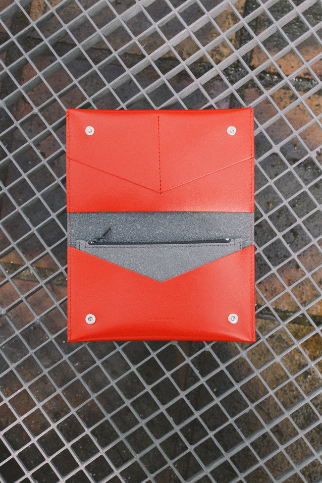 Portefeuille rouge en cuir recyclé - flat purse - Walk with me num 2