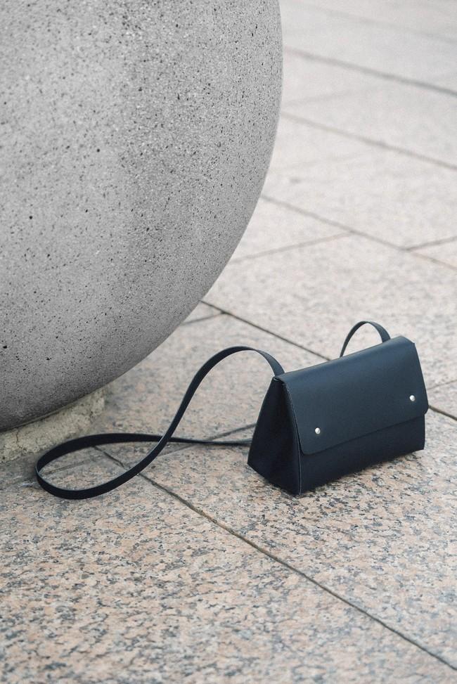 Sac noir en cuir recyclé - triangle bucket - Walk with me num 1
