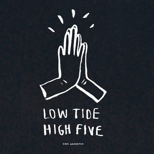 T-shirt en coton bio black high five - Bask in the Sun num 2