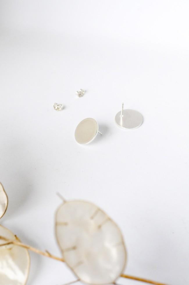 Boucles d'oreilles disque en argent recyclé - simple disc studs - Wild fawn num 2