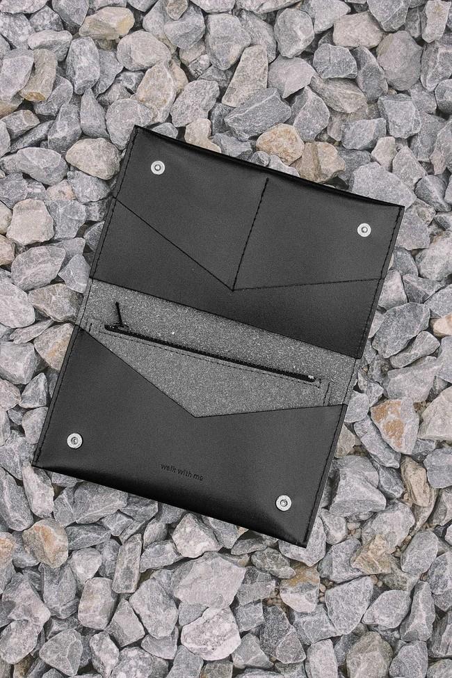 Portefeuille noir en cuir recyclé - flat purse - Walk with me num 3
