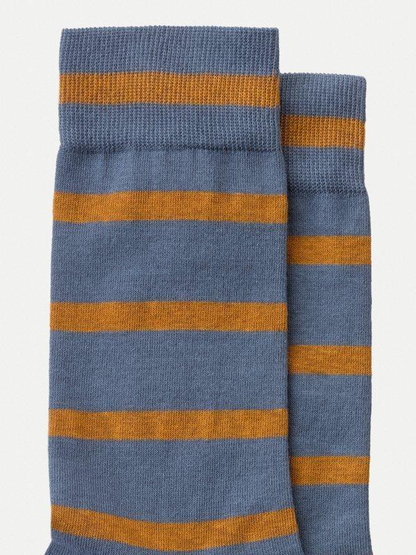 Chaussettes hautes rayées bleu et orange en coton bio - olsson - Nudie Jeans num 2
