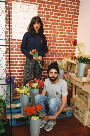 T-shirt brodé gris chiné en coton bio - tulipes - Johnny Romance num 1