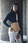 Sac beige en cuir recyclé - book bag - Walk with me - 2