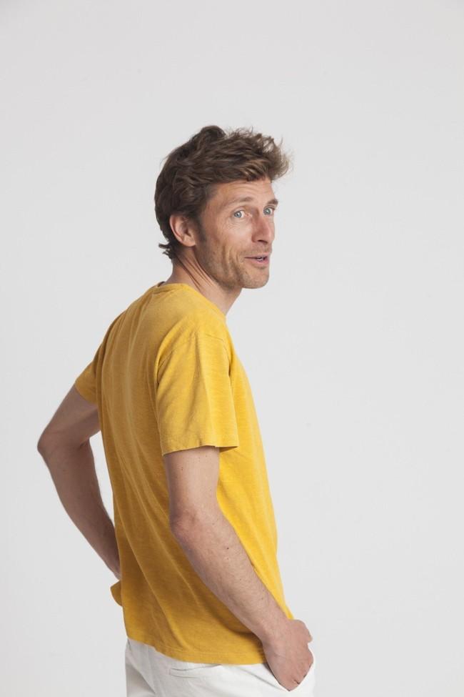 T-shirt moutarde en chanvre et coton bio - Thinking Mu num 1