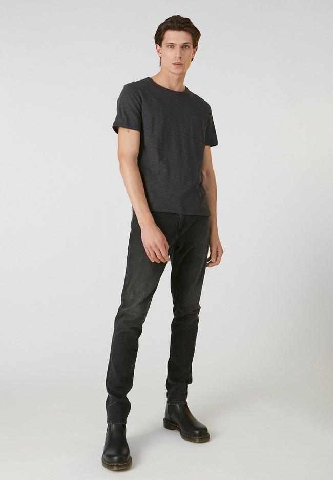 T-shirt avec poche gris chiné foncé en coton bio - paaul pocket - Armedangels num 2