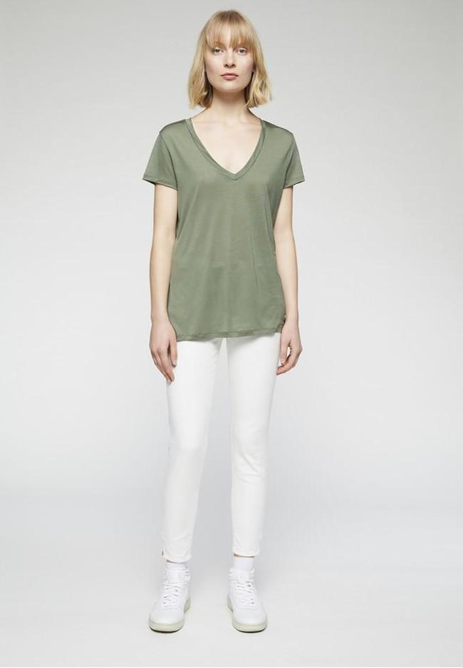 T-shirt col v kaki en tencel - juliaa - Armedangels num 2