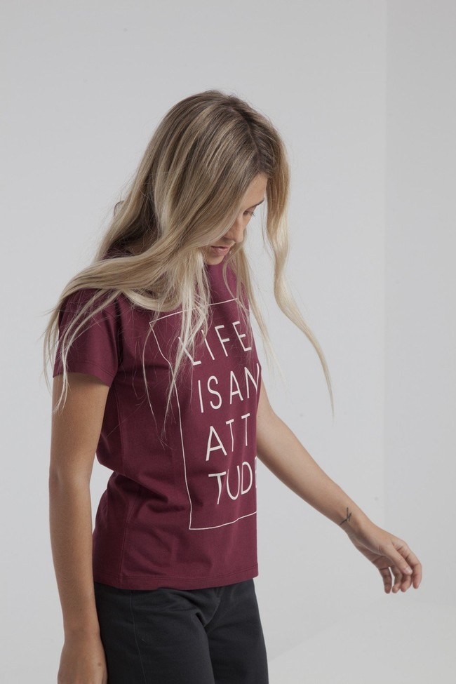 T-shirt bordeaux en coton bio - life is an attitude - Thinking Mu num 1