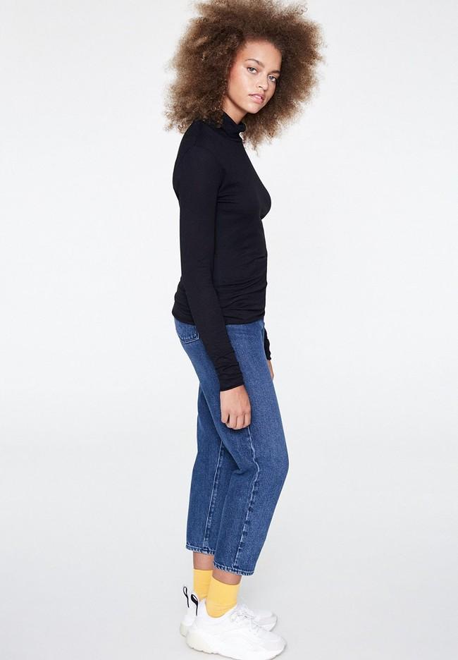 T-shirt manches longues col roulé noir en coton bio - malenaa - Armedangels num 2