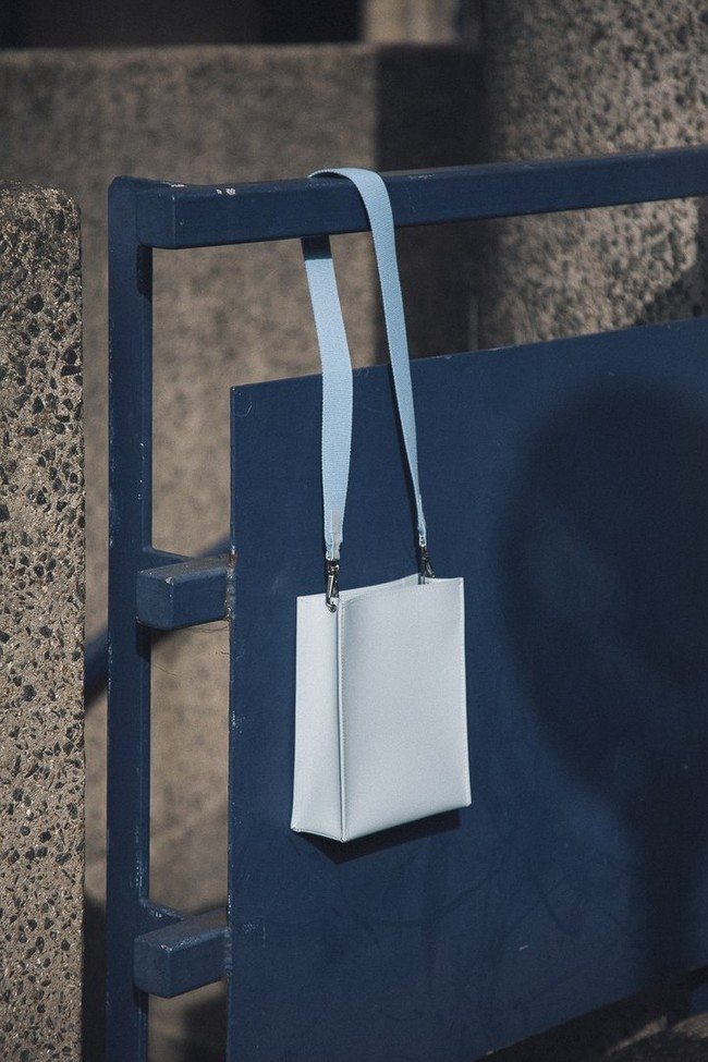 Sac bleu ciel en cuir recyclé - book bag - Walk with me