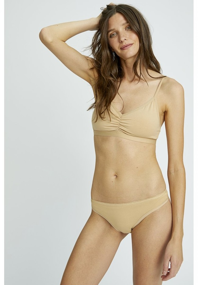 String beige coton biologique - almond organic thong - People Tree