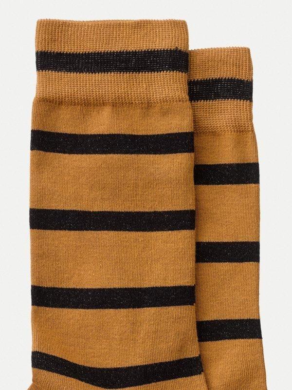 Chaussettes hautes rayées orange et noir en coton bio - olsson - Nudie Jeans num 2
