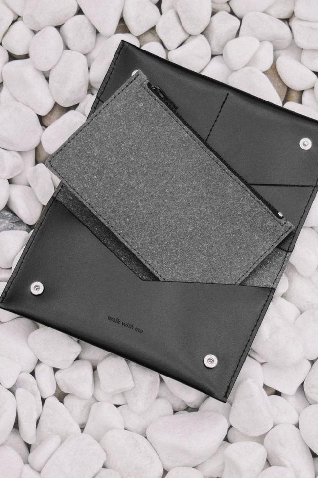 Portefeuille noir en cuir recyclé - flat purse - Walk with me num 1