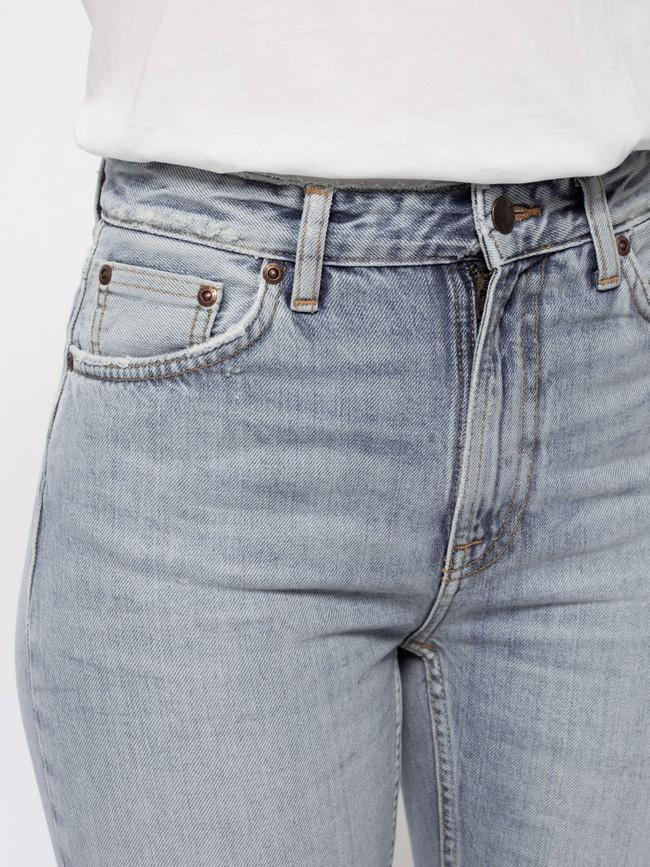 Jean mom gris clair délavé en coton bio - breezy britt light desert - Nudie Jeans num 4