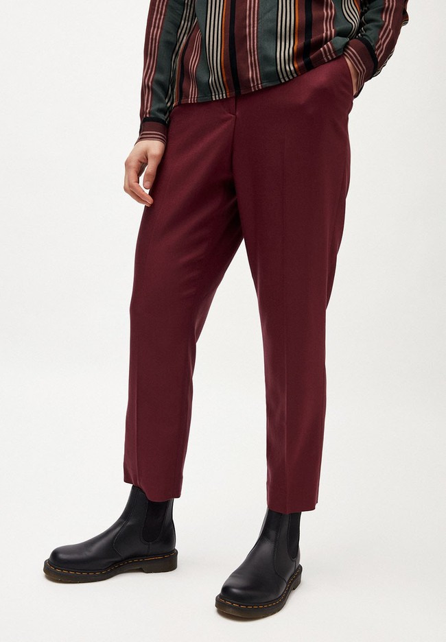 Pantalon à pinces bordeaux en coton bio - herttaa - Armedangels
