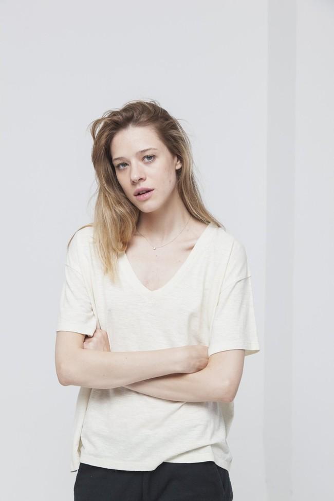 T-shirt uni col v écru en chanvre et coton bio - chloe - Thinking Mu