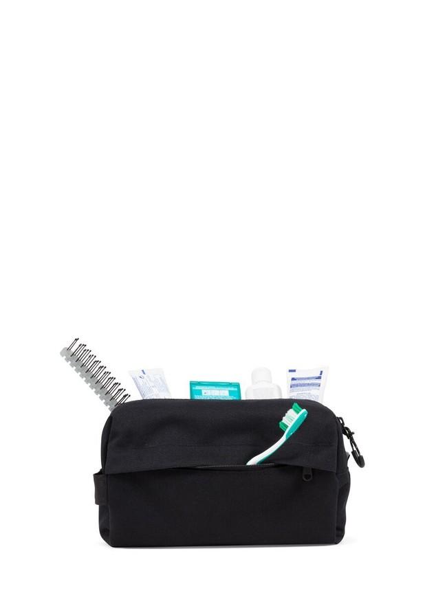 Trousse de toilette noire en plastique recyclé - pinqponq num 3