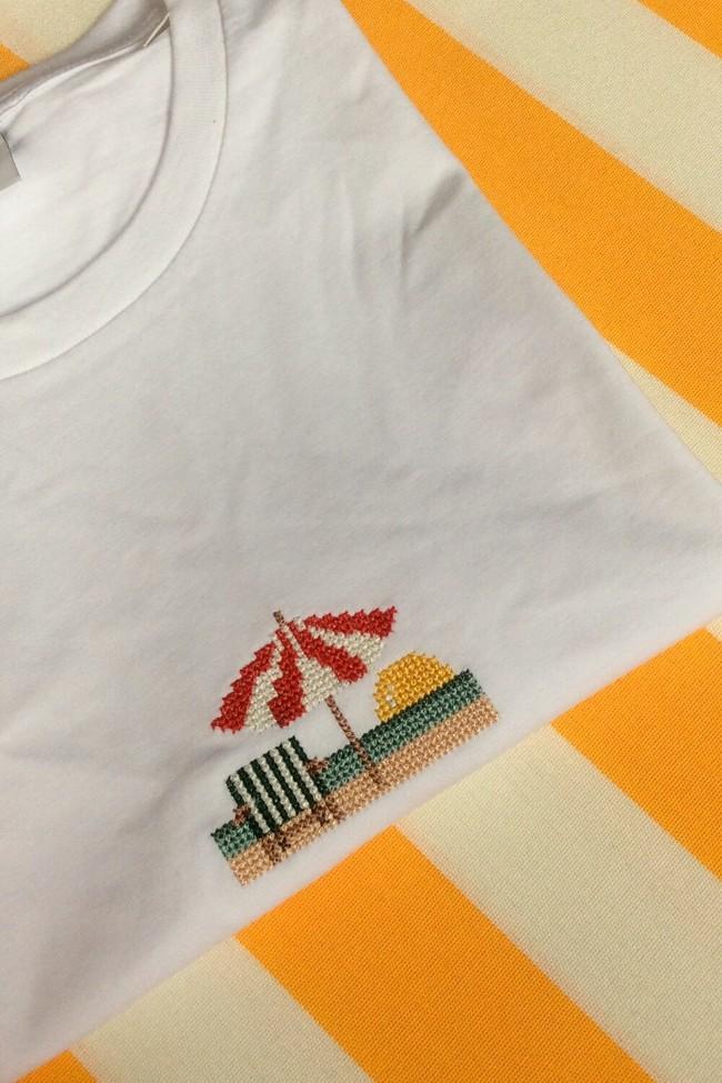 T-shirt brodé blanc en coton bio - parasol - Johnny Romance num 1