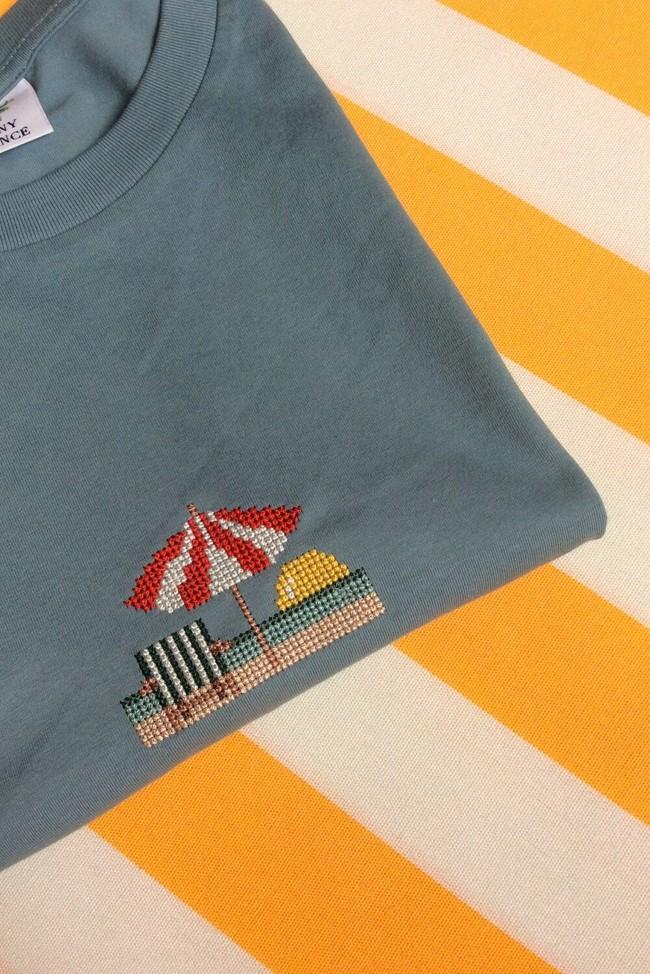 T-shirt brodé bleu en coton bio - parasol - Johnny Romance